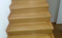 Scara lemn masiv